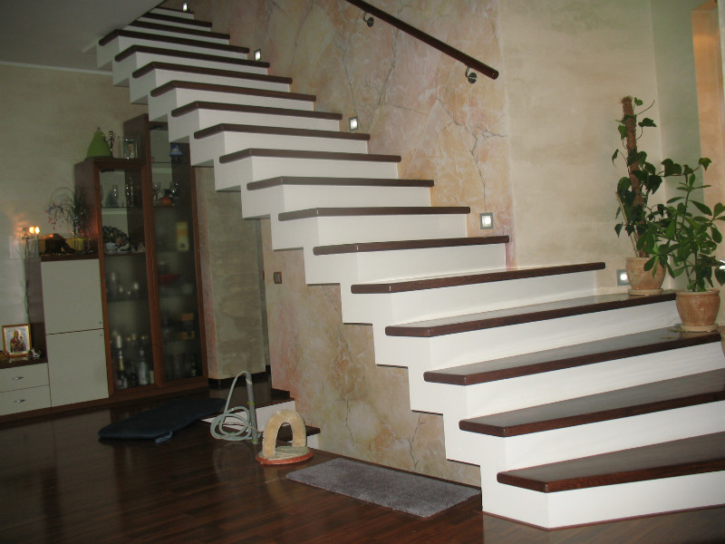 Как сделать бетонную лестницу на второй этаж: фото 3